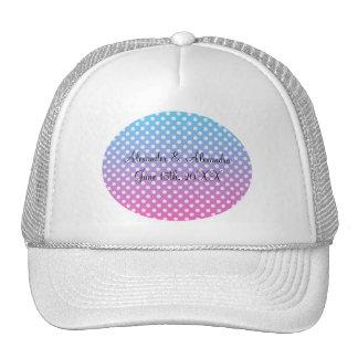 Lunares azules y rosados que casan favores gorras
