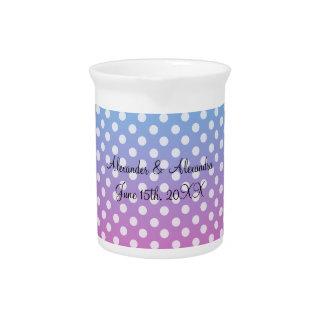 Lunares azules y rosados que casan favores jarra de beber