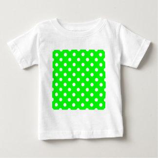 Lunares - blanco en verde eléctrico playera de bebé