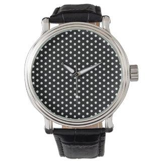 Lunares blancos contra modelo retro negro reloj de mano