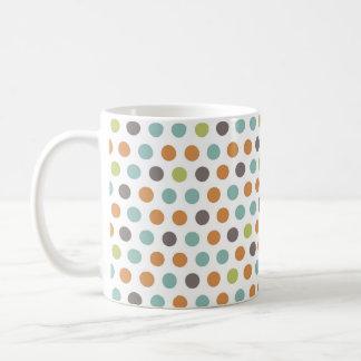 Lunares blancos de color topo anaranjados verdes d taza