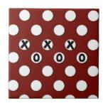 Lunares blancos en el fondo rojo XXX OOO Teja Ceramica