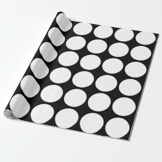 Lunares blancos en negro