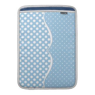 Lunares blancos lisos en azul en colores pastel fundas para macbook air