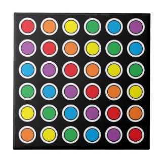 Lunares blancos, negros y del arco iris azulejo cuadrado pequeño