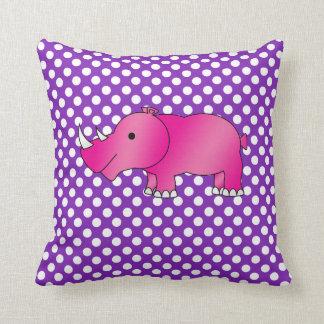 Lunares blancos púrpuras del rinoceronte rosado almohadas