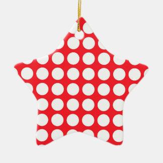 Lunares blancos rojos y grandes del escarlata adorno navideño de cerámica en forma de estrella