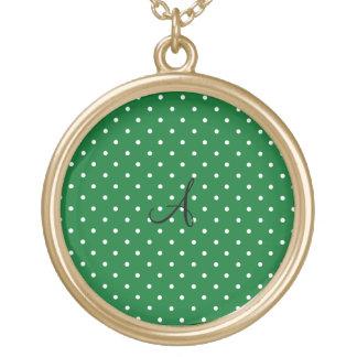 Lunares blancos verdes del monograma colgante redondo