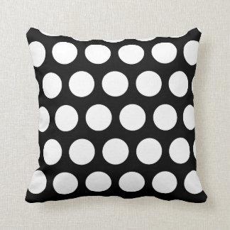 Lunares blancos y negros grandes almohadas