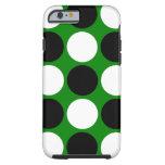 Lunares blancos y negros retros en verde funda de iPhone 6 tough
