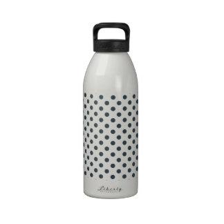 Lunares - carbón de leña en blanco botellas de beber