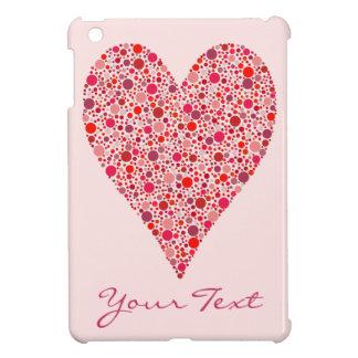 Lunares carmesís de la forma del corazón en rosa