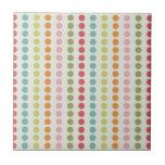 Lunares coloridos de la diversión alineados en fil teja  ceramica