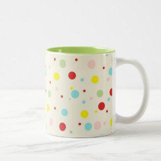 Lunares coloridos taza del Dos-Tono de 11 onzas