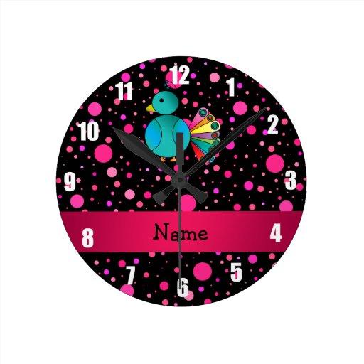 Lunares conocidos personalizados del rosa del reloj redondo mediano