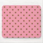 Lunares de Brown en fondo rosado Tapetes De Ratón