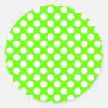 Lunares de la verde lima y del blanco etiqueta redonda