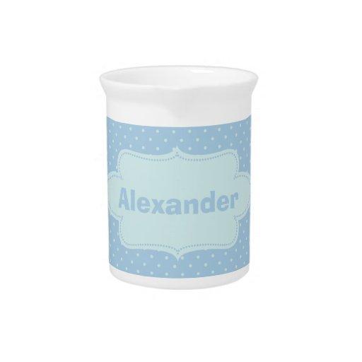 Lunares de los azules cielos con la etiqueta jarra