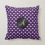 Lunares de los corazones púrpuras del monograma cojines