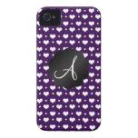 Lunares de los corazones púrpuras del monograma iPhone 4 Case-Mate cárcasas