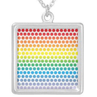 Lunares del arco iris blancos colgante cuadrado