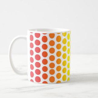 Lunares del arco iris blancos taza