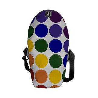 Lunares del arco iris en blanco bolsa de mensajería