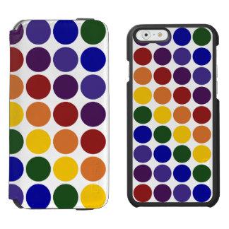 Lunares del arco iris en blanco funda billetera para iPhone 6 watson