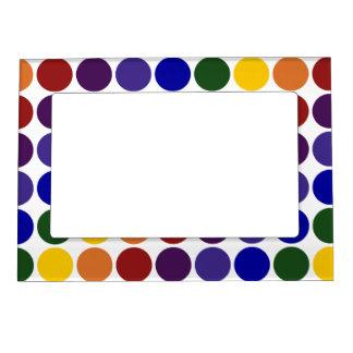 Lunares del arco iris en blanco marcos magneticos de fotos