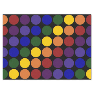 Lunares del arco iris en el papel seda negro