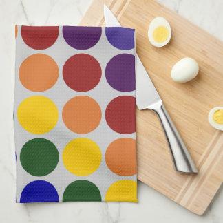 Lunares del arco iris en gris toalla de mano