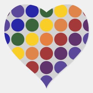 Lunares del arco iris en gris pegatina en forma de corazón
