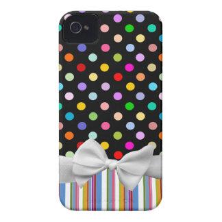 Lunares del arco iris, rayas y cinta blanca funda para iPhone 4 de Case-Mate