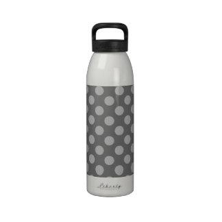 Lunares del carbón de leña y del gris botellas de beber