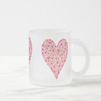 Lunares del carmesí de la forma del corazón taza de cristal