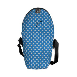 Lunares del monograma azules y blancos bolsas de mensajeria