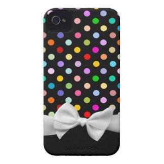 Lunares del negro, del arco iris y cinta blanca funda para iPhone 4 de Case-Mate
