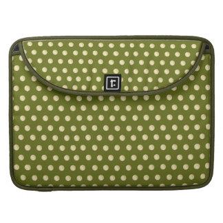 Lunares del oro en verde verde oliva fundas para macbook pro