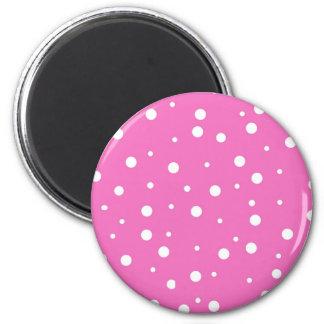 Lunares en fondo rosado imán redondo 5 cm