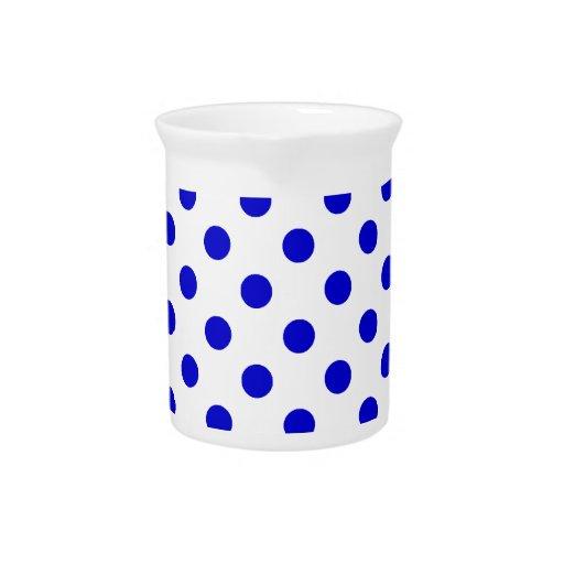 Lunares grandes - azul medio en blanco jarras para bebida