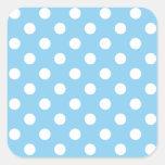 Lunares grandes - blanco en azules cielos pegatina cuadrada