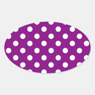 Lunares grandes - blanco en púrpura pegatina de oval