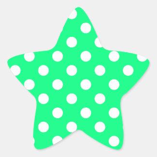Lunares grandes - blanco en verde de la primavera pegatina en forma de estrella