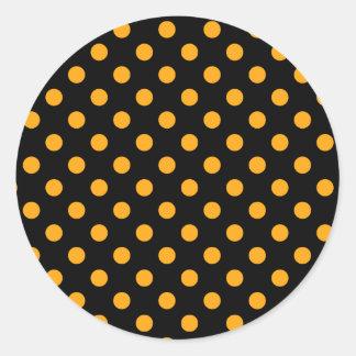 Lunares grandes - mandarina oscura en negro pegatina redonda