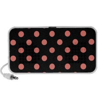 Lunares grandes - rosa coralino en negro altavoz de viaje