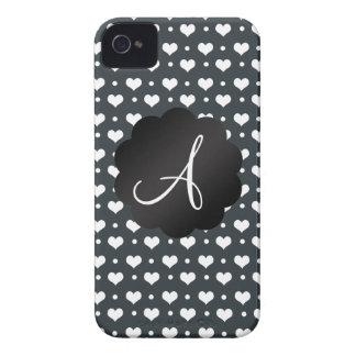 Lunares gris oscuro de los corazones del monograma iPhone 4 coberturas