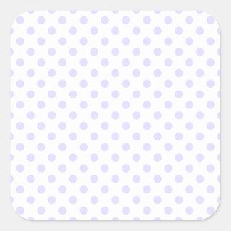 Lunares - lavanda pálida en blanco pegatina cuadrada