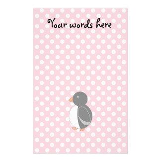 Lunares lindos del rosa del pingüino papeleria