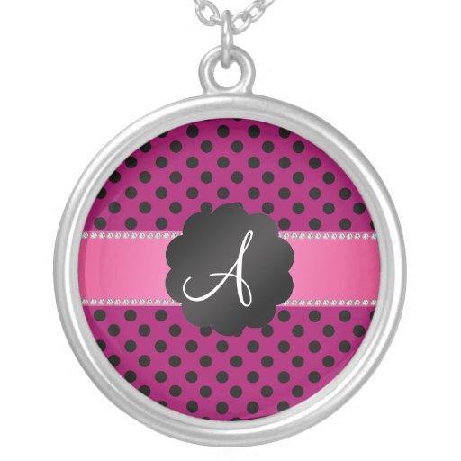 Lunares negros rosados del monograma colgante personalizado