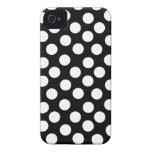 Lunares negros y blancos Case-Mate iPhone 4 protector